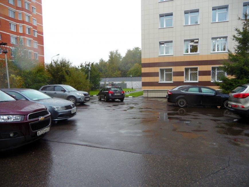 У Детской поликлиники в Троицке не хватает полноценной автостоянки, фото-4