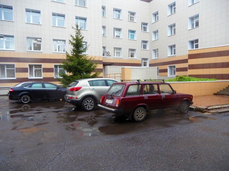 У Детской поликлиники в Троицке не хватает полноценной автостоянки, фото-2