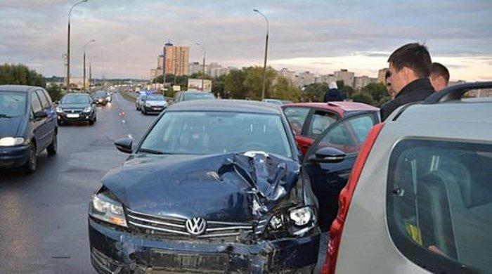 В Бресте «День жестянщика»: одновременно столкнулись 13 машин, женщина госпитализирована, фото-1