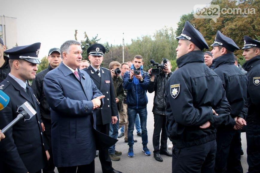 Аваков в Славянске вручил полиции Донецкой области новые внедорожники (ФОТО), фото-1