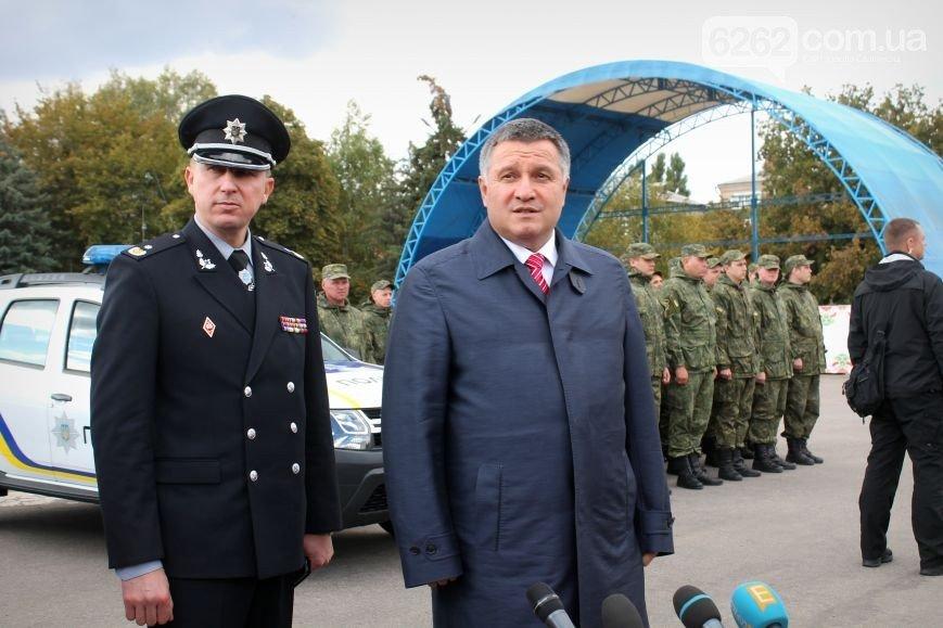 Аваков в Славянске вручил полиции Донецкой области новые внедорожники (ФОТО), фото-2