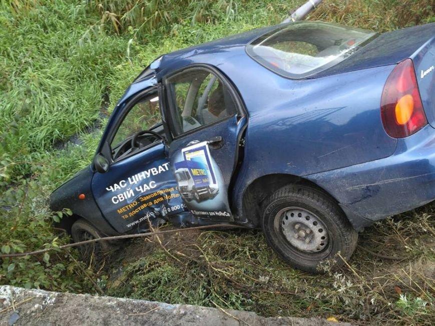 На Львівщині водій легковика через власну необачність з'їхав у кювет і отримав важкі травми (ФОТО), фото-3