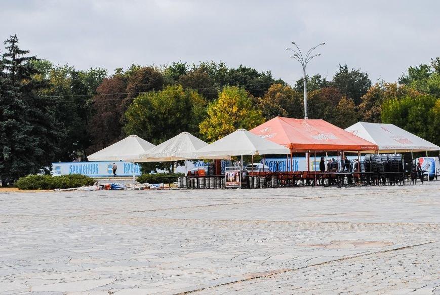 Огромная сцена и деревянные домики для торговли: как Кременчуг готовится к фестивалю сладостей, фото-3