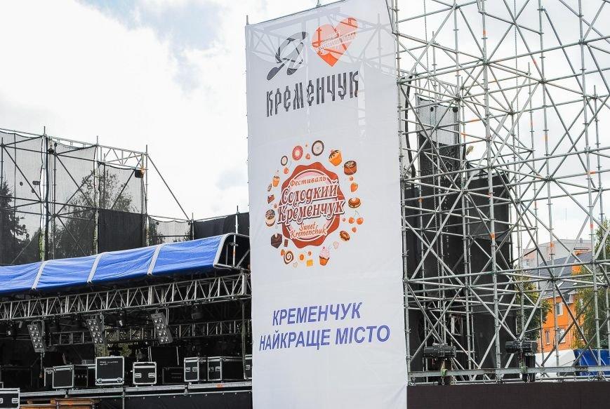 Огромная сцена и деревянные домики для торговли: как Кременчуг готовится к фестивалю сладостей, фото-4