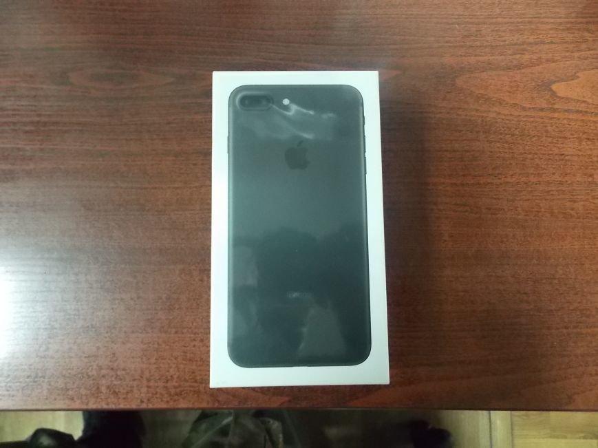 На кордоні з Польщею в українців вилучили 13 гаджетів «Apple Iphone 7» (ФОТО), фото-1