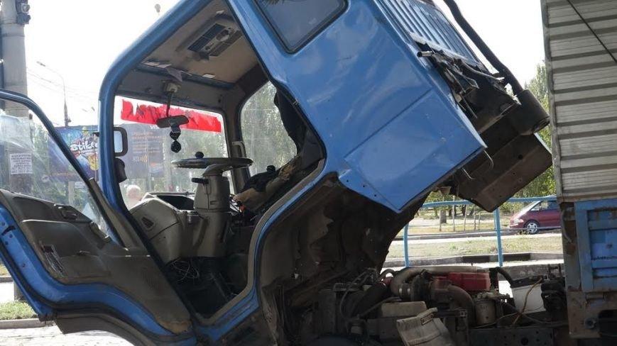 В Мариуполе столкнулись трамвай и грузовик (ФОТО), фото-5
