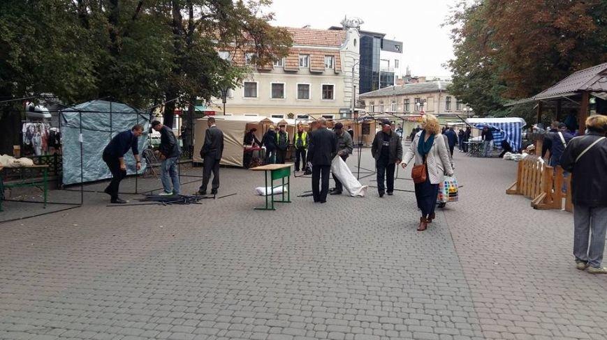 Жителі міста скаржаться на торгові МАФи в центрі. Фото, фото-2