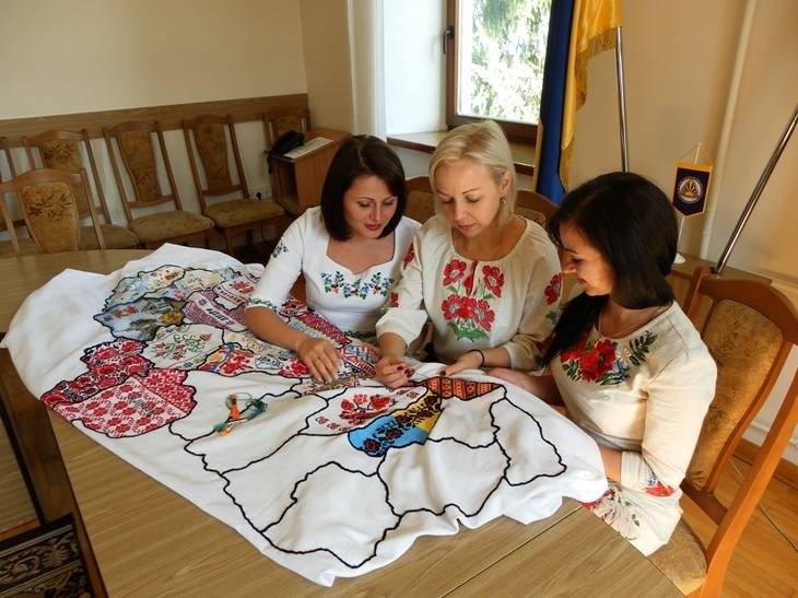 Івано-Франківським казначеям передали незвичайну карту. Фото, фото-1