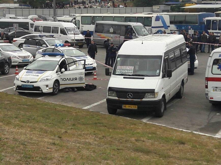 На автовокзале убили полицейского (Видео), фото-1
