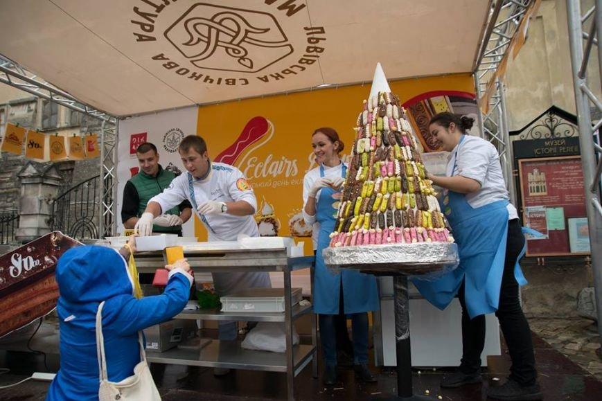 У Львові виготовили піраміду з еклерів висотою у 1,5 метри (ФОТО), фото-3