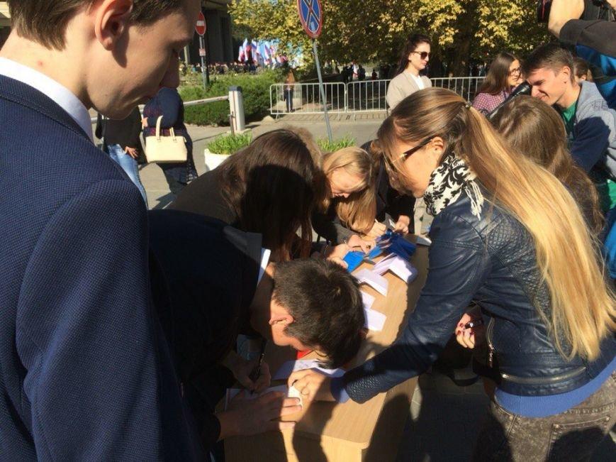 В центре Симферополя собрали флаг Крыма из пожеланий (ФОТО), фото-2