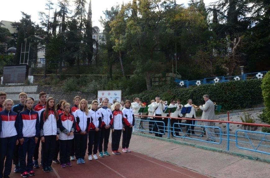 В Ялте отпраздновали День Государственного герба и флага Крыма (3)