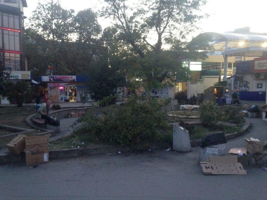 Позор Симферополя - сквер на площади Куйбышева (ФОТОФАКТ), фото-2
