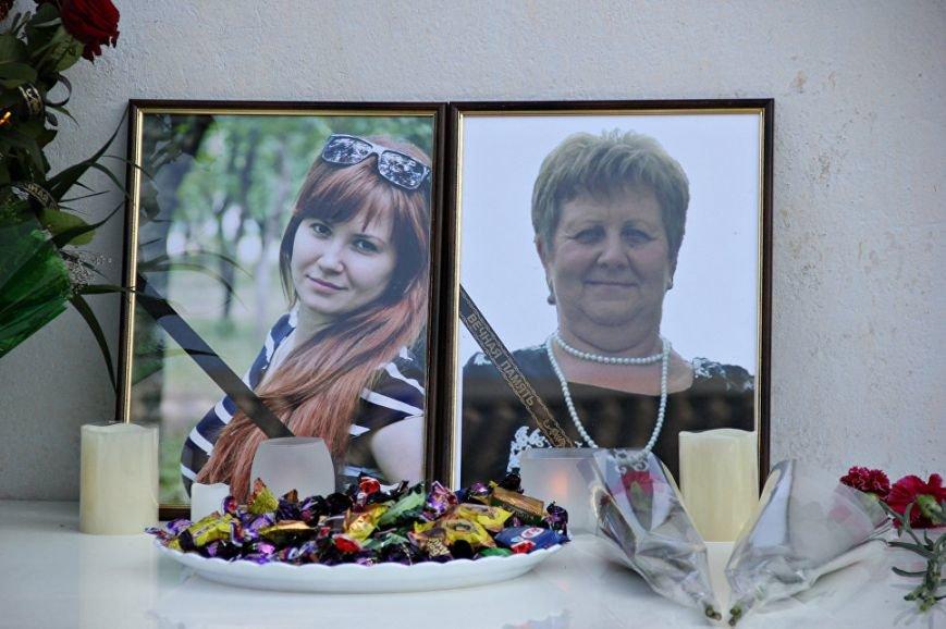 В Симферополе почтили память убитых год назад медиков (ФОТО), фото-3