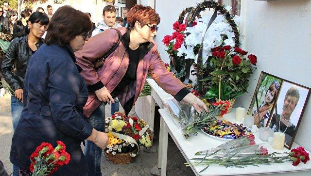 В Симферополе почтили память убитых год назад медиков (ФОТО), фото-2