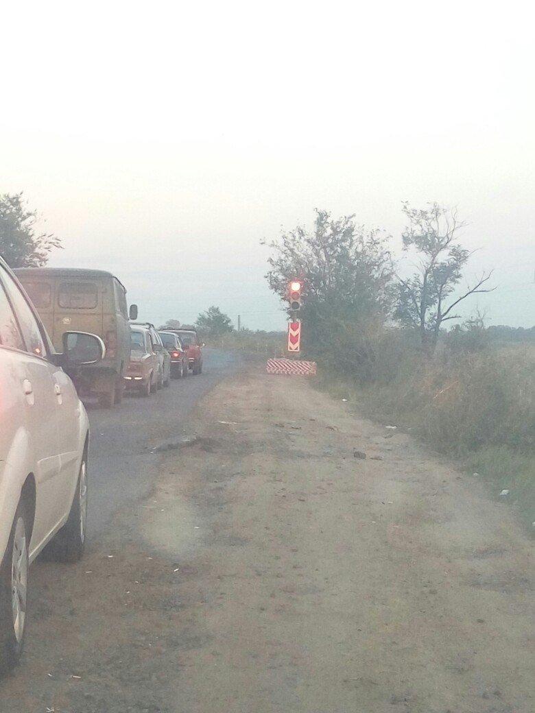 В Одессе Объездная дорога из-за загадочного светофора стала непроездной (ФОТО), фото-4