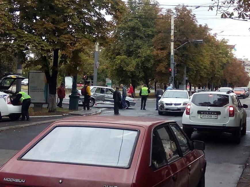 В центре Мариуполя столкнулись Mitsubishi и «Лада» (ФОТО), фото-3