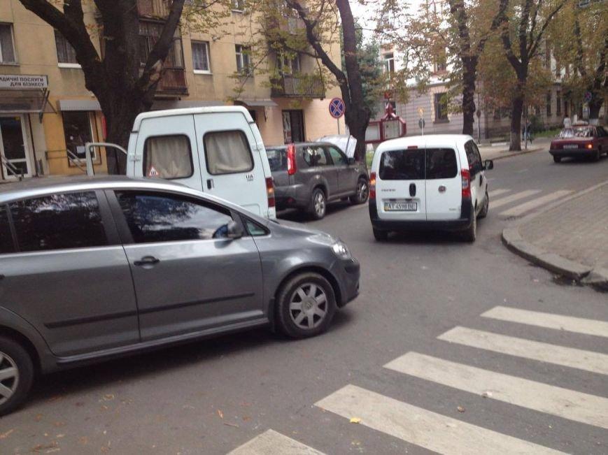 До уваги водіїв. На вул. Франка ускладнений рух транспорту. Фото, фото-2