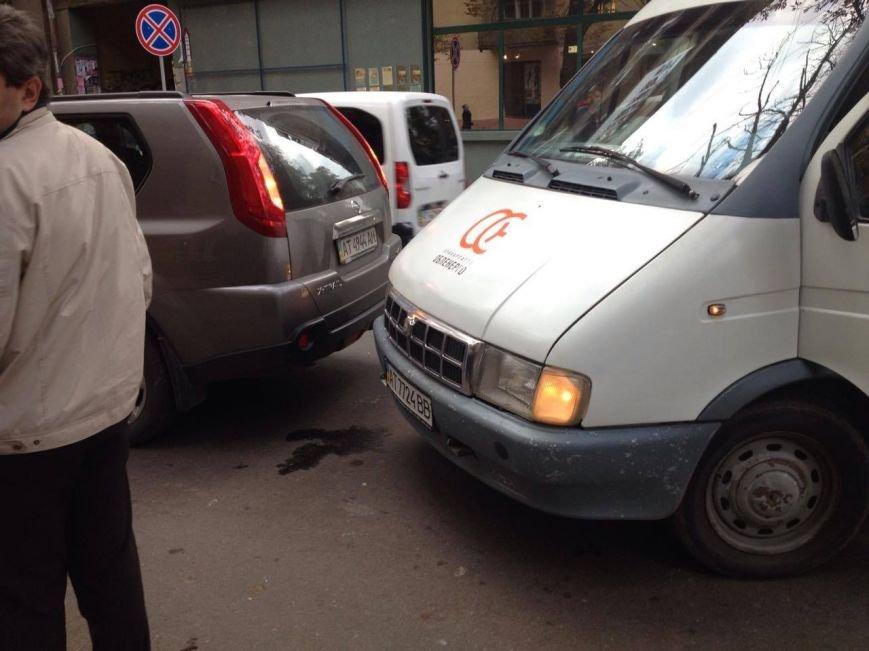 До уваги водіїв. На вул. Франка ускладнений рух транспорту. Фото, фото-1