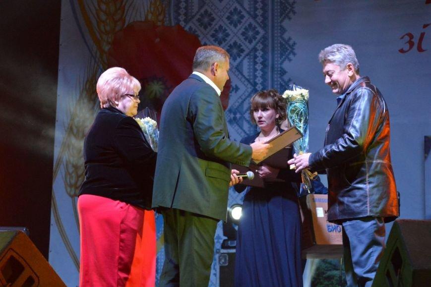 Alyosha поздравила Новогродовку с 77-летием, фото-4