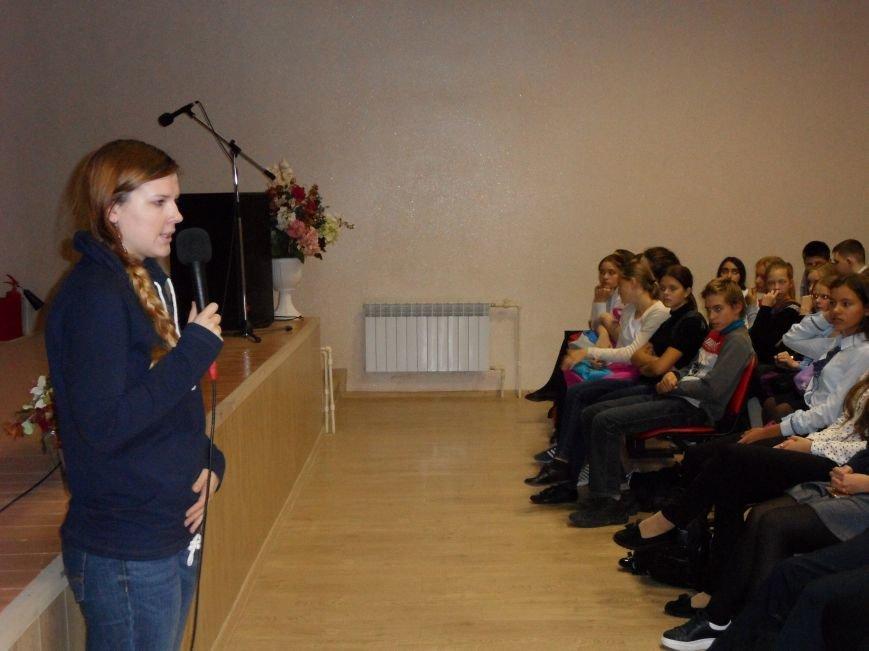 Спасатель-доброволец приехала в гости к ученикам СОШ № 6 Троицка Новой Москвы, фото-3