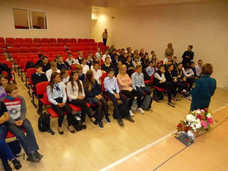 Спасатель-доброволец приехала в гости к ученикам СОШ № 6 Троицка Новой Москвы, фото-5