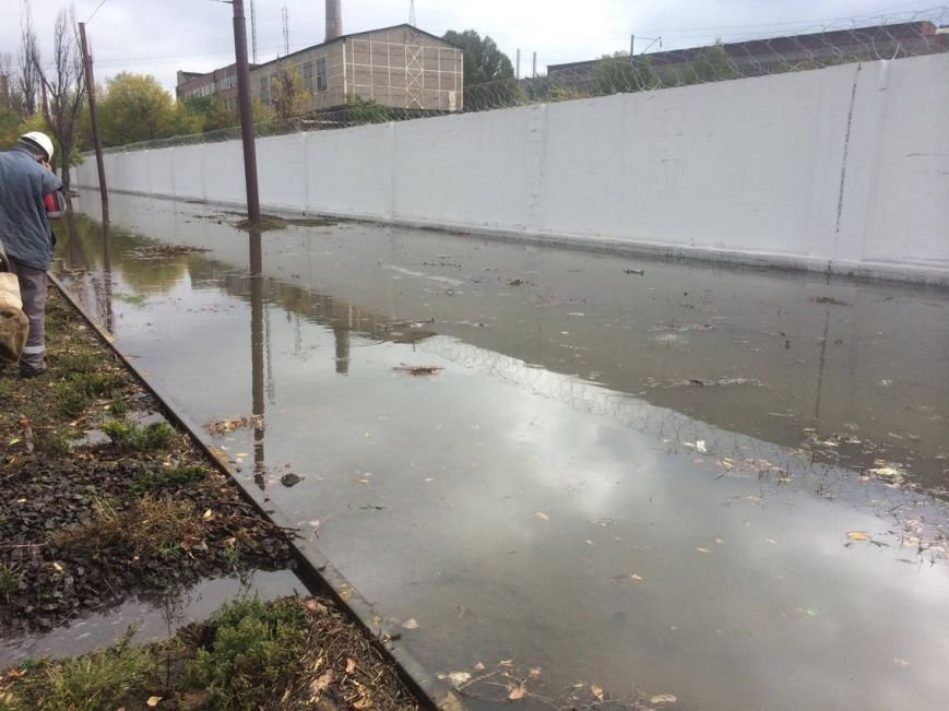 В Мариуполе морская вода затопила улицу Набережную и парализовала движение трамваев (Дополнено,ФОТО, ВИДЕО), фото-1