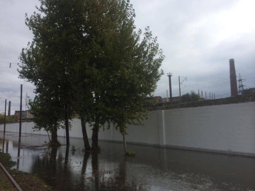 В Мариуполе морская вода затопила улицу Набережную и парализовала движение трамваев (Дополнено,ФОТО, ВИДЕО), фото-2