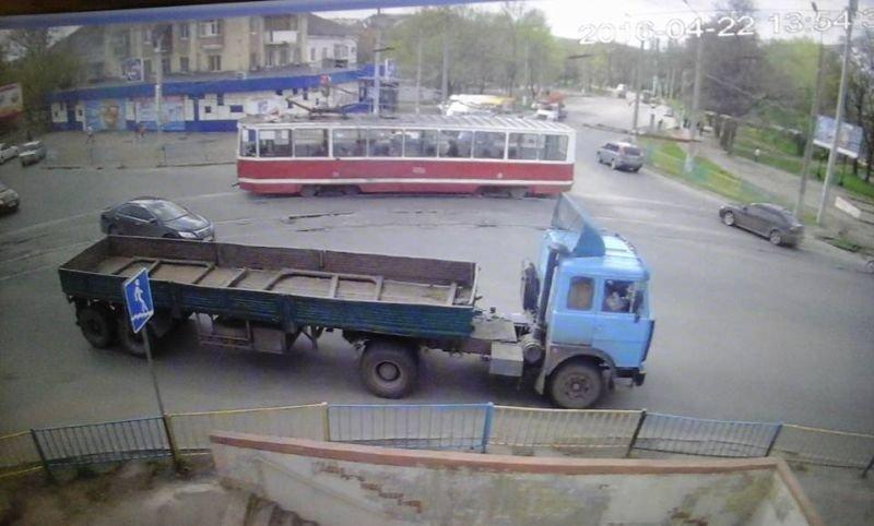 Краматорские полицейские нашли водителя грузовика, который сбил мотоциклиста и скрылся (ФОТО), фото-1
