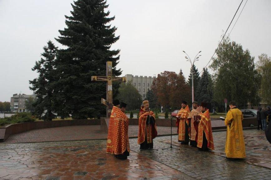 Кременчужане помолились на площади Победы за погибших защитников города и страны (ФОТО), фото-1
