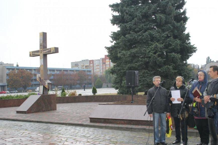 Кременчужане помолились на площади Победы за погибших защитников города и страны (ФОТО), фото-3