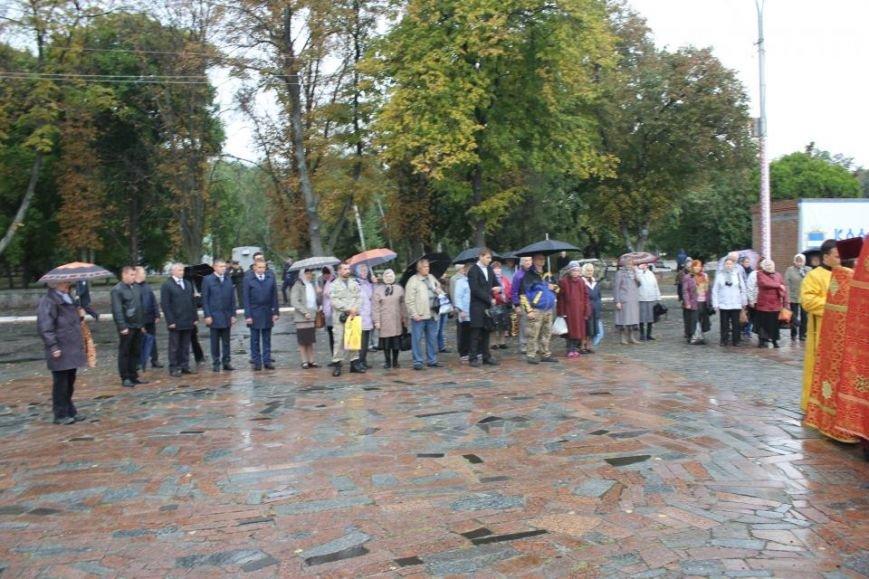 Кременчужане помолились на площади Победы за погибших защитников города и страны (ФОТО), фото-5