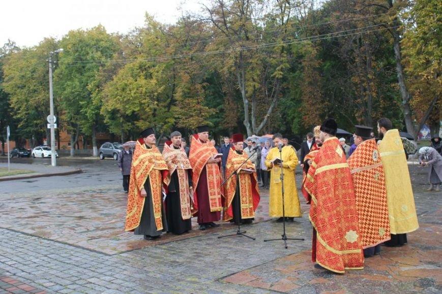 Кременчужане помолились на площади Победы за погибших защитников города и страны (ФОТО), фото-6