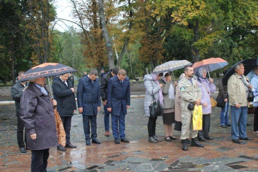 Кременчужане помолились на площади Победы за погибших защитников города и страны (ФОТО), фото-4