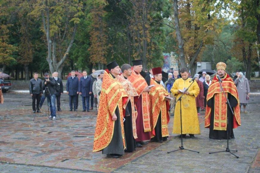Кременчужане помолились на площади Победы за погибших защитников города и страны (ФОТО), фото-7