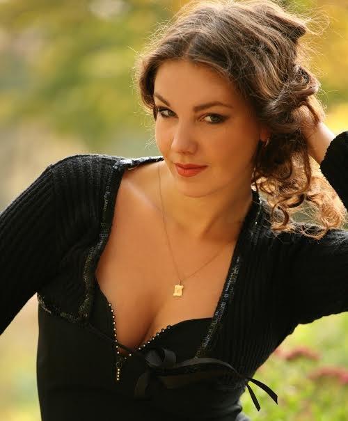 Две красавицы из Приднепровья представят Украину на самых престижных конкурсах красоты, фото-1