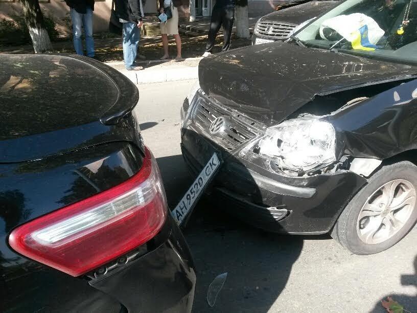 В Мариуполе у воинской части столкнулись 3 автомобиля (ФОТО), фото-3