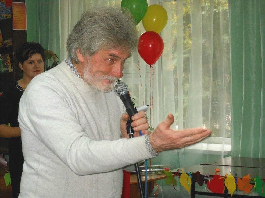 Свой праздник павлоградские библиотекари открыли танцевальным флешмобом, фото-1