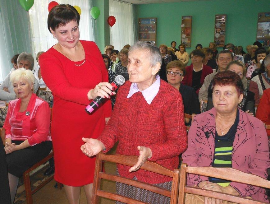 Свой праздник павлоградские библиотекари открыли танцевальным флешмобом, фото-2