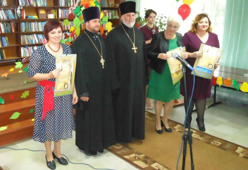 Свой праздник павлоградские библиотекари открыли танцевальным флешмобом, фото-3