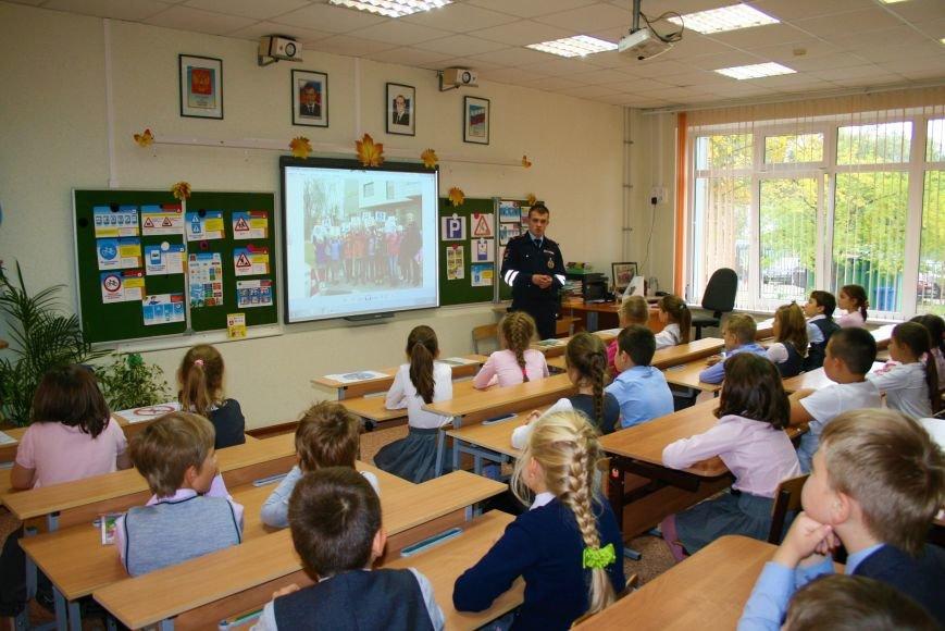 В Начальной общеобразовательной школе Троицка прошёл рейд «Засветись! Стань заметней на дороге!», фото-4