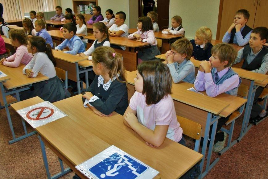 В Начальной общеобразовательной школе Троицка прошёл рейд «Засветись! Стань заметней на дороге!», фото-5