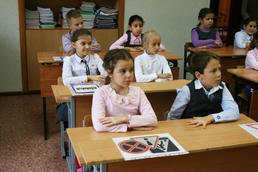 В Начальной общеобразовательной школе Троицка прошёл рейд «Засветись! Стань заметней на дороге!», фото-2