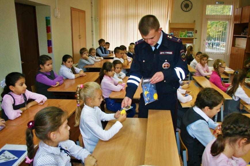 В Начальной общеобразовательной школе Троицка прошёл рейд «Засветись! Стань заметней на дороге!», фото-7
