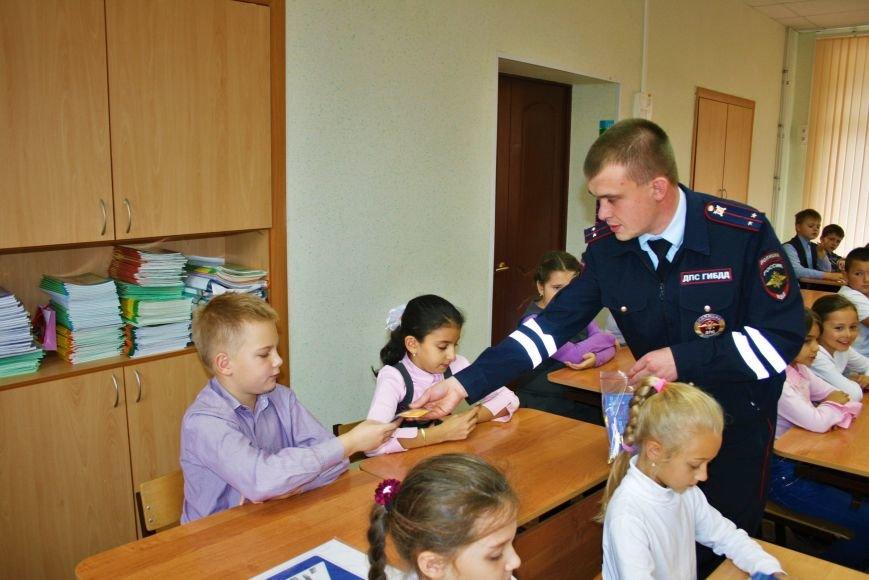 В Начальной общеобразовательной школе Троицка прошёл рейд «Засветись! Стань заметней на дороге!», фото-8