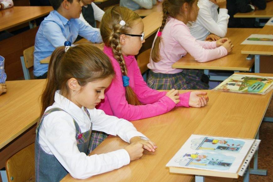 В Начальной общеобразовательной школе Троицка прошёл рейд «Засветись! Стань заметней на дороге!», фото-6