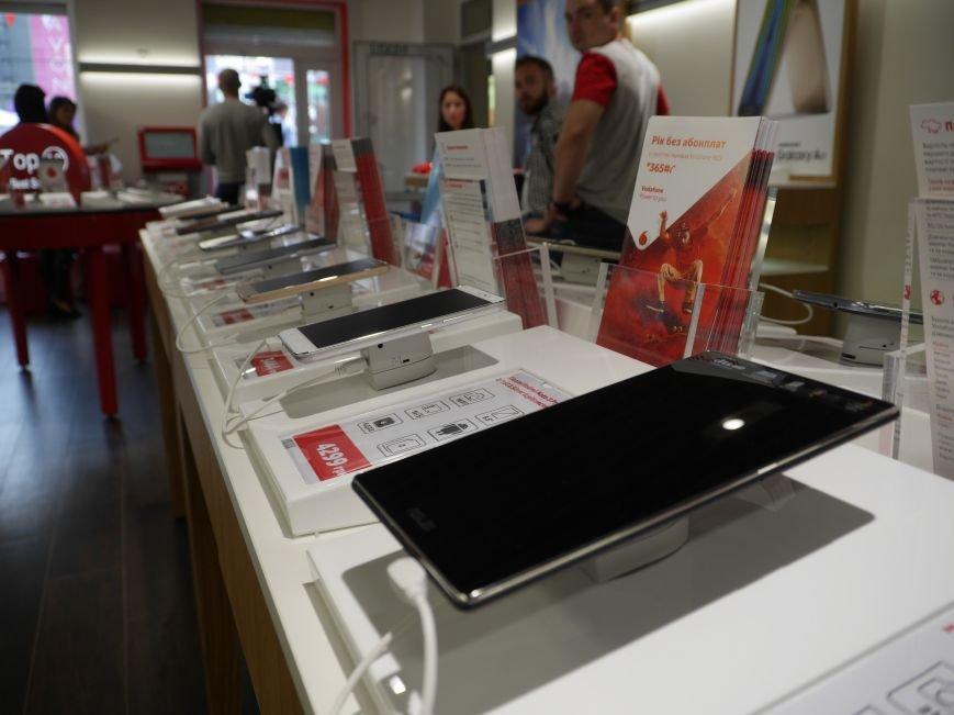 У Тернополі відкрили магазин Vodafone (фоторепортаж), фото-10