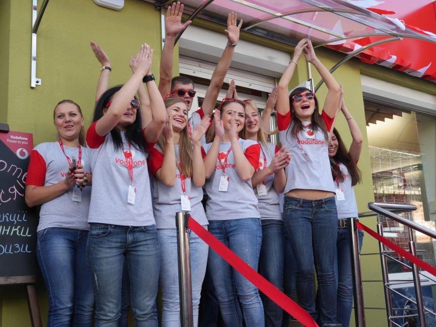 У Тернополі відкрили магазин Vodafone (фоторепортаж), фото-2