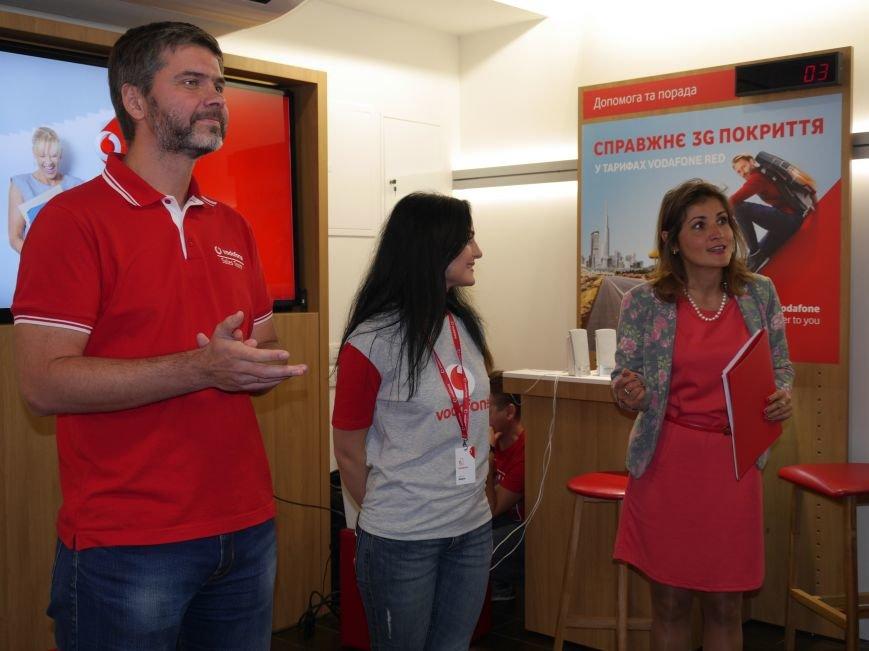 У Тернополі відкрили магазин Vodafone (фоторепортаж), фото-13