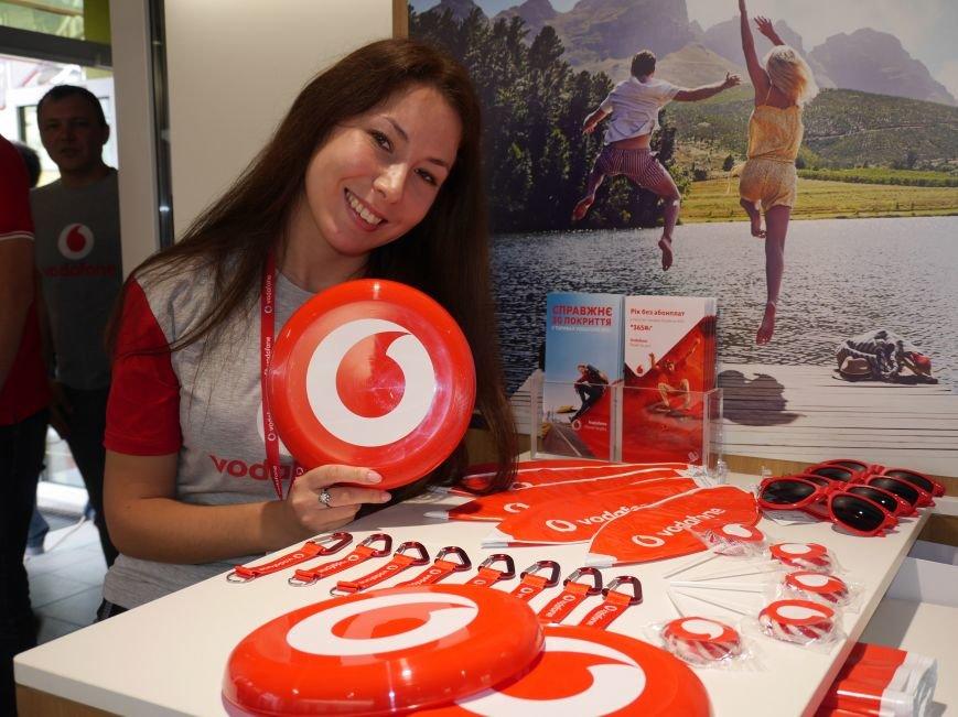 У Тернополі відкрили магазин Vodafone (фоторепортаж), фото-11